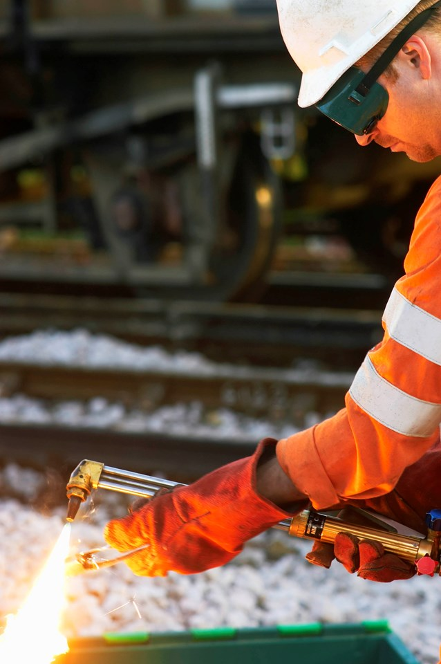 £250M RAIL INVESTMENT TO SLASH JOURNEY TIMES AND CREATE NEW OXFORD-LONDON ROUTE: Welder at work