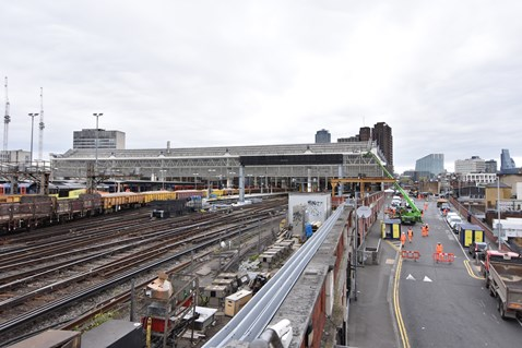 Over the Easter 2017 weekend, Network Rail installed a new signalling gantry and replaced sections of track at London Waterloo