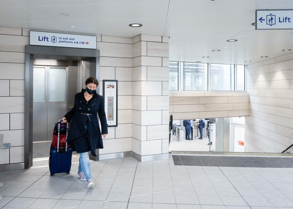Hayes & Harlington station lift to platform level