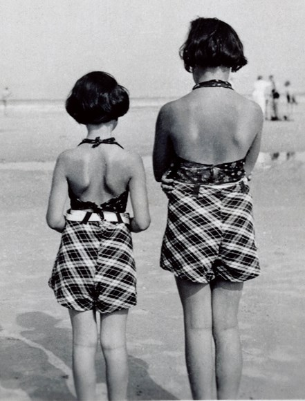 Margot and Anne at the beach. Image courtesy of the Anne Frank Trust.