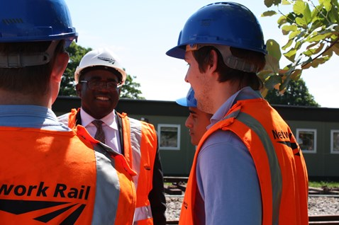 David Lammy MP meets Network Rail apprentices001