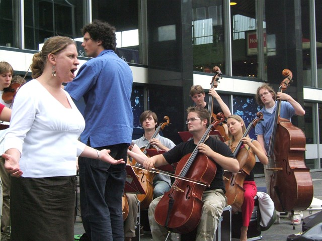Ricciotti Ensemble, Euston Station - opera singer: The Ricciotti Ensemble performing at Euston Station as part of their 'Metropole Tour' on Wednesday 2 August 2006.  Opera singer Maaike Poorthuis at front of image.