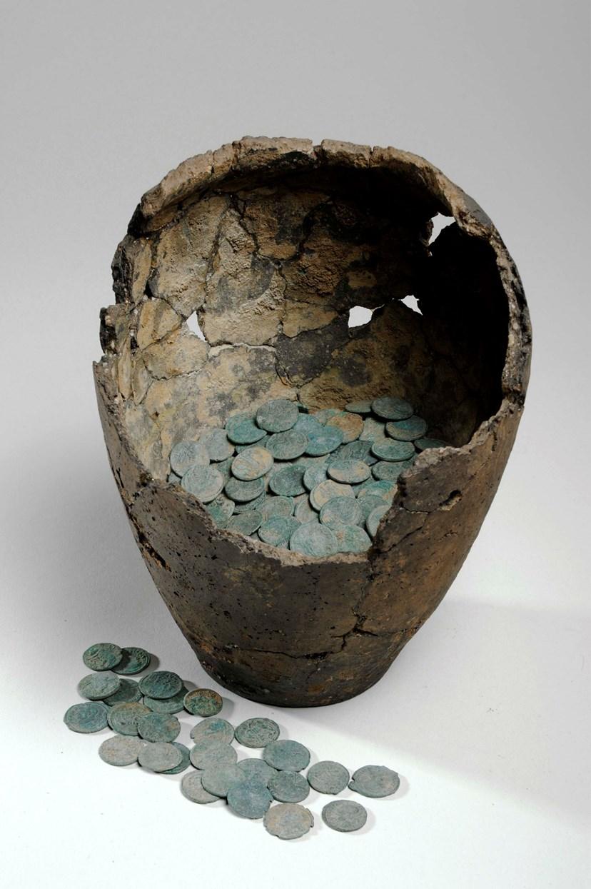 Copper load of museum's ancient Roman coin hoard: leedm.d.1968.0055.001e.jpg