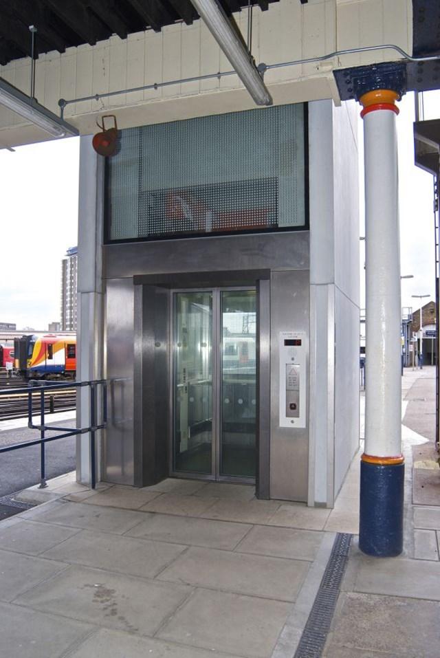 Clapham Junction platform lift