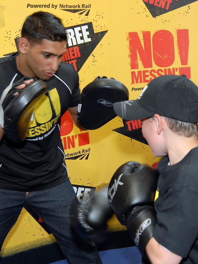 Amir Khan spars with youngster at Gloves