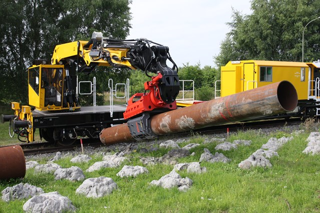 Electrification of the railway enters next crucial stage in the Newbury area: The piling rig on the HOPS
