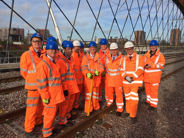 Ordsall Chord - Rail Minister Paul Maynard places the final clip