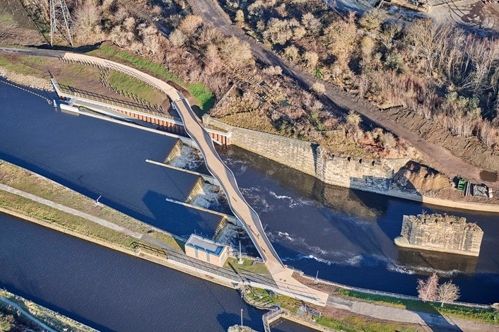 Leeds Flood Alleviation Scheme moveable weir used for first time to protect city centre as need for further defences reinforced: knostropweirandfootbridge-213263.jpg