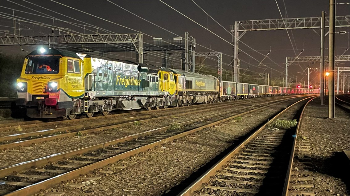 'Jumbo' freight train first for West Coast main line: Jumbo freightliner service on first West Coast main line journey