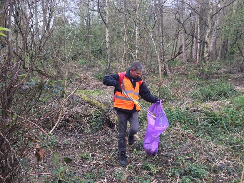 City comes together to support campaign to tackle litter at parks and green spaces: Volunteers in parks and green spaces