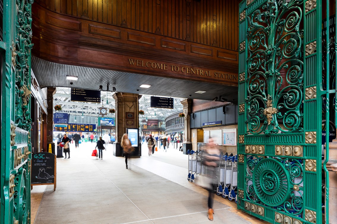 Glasgow Central gets ready for Euro 2020: Glasgow Central - welcome sign