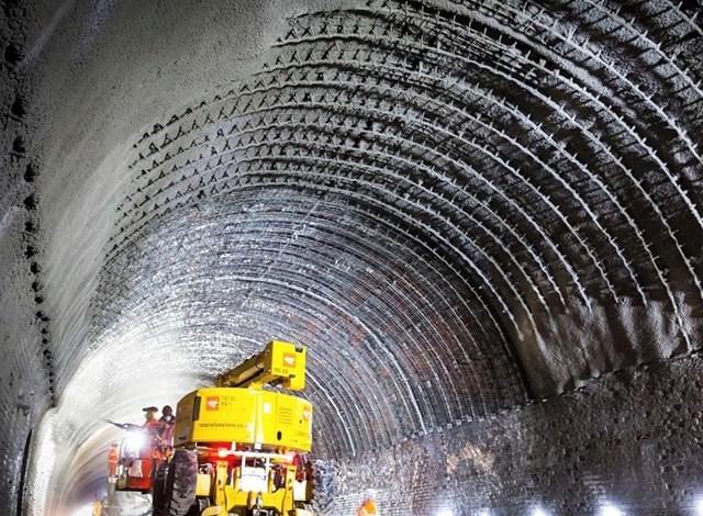 Grimstone Tunnel lining works