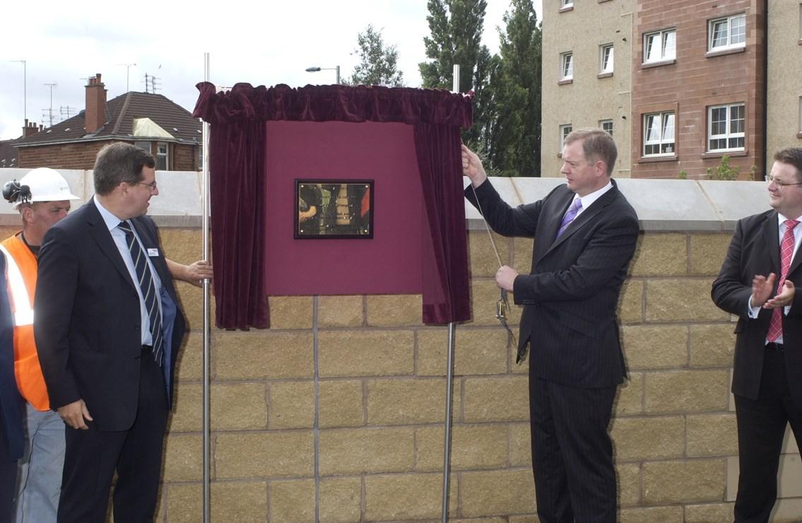 Titwood Road Bridge - re-opening: David Simpson invites Tom Harris MP to unveil a plaque at the re-opened Titwood Road Bridge on Monday 31 July 2006.