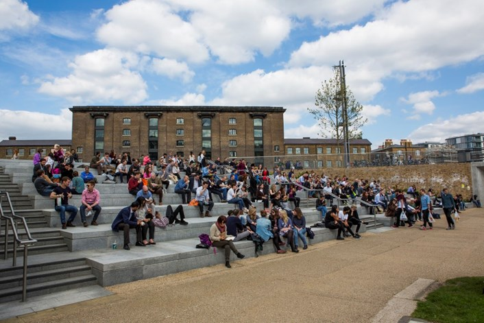 London is searching for two Chinese students for a once in a lifetime experience: SummerSchool