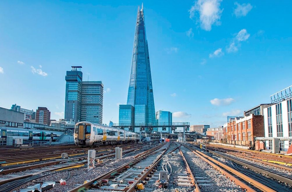 On track for 2018! All tracks surrounding landmark London Bridge station are now in place and ready for the New Year: PointsandShard
