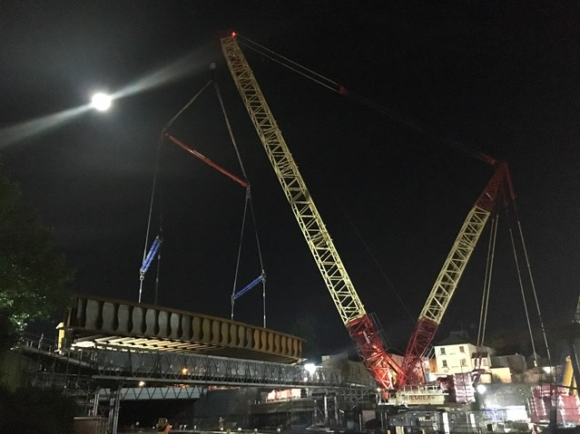 TIMELAPSE-VIDEO: Captures latest milestone in South Wales electrification project: Bridge Street bridge in Newport city centre being lifted in to place