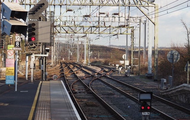 Planned works mean more reliable services for rail passengers in Essex and East London: Pitsea overhead lines