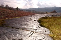 Historic Scotland - Achnabreck cup and ring marks, Kilmartin Glen: Achnabreck cup and ring marks, Kilmartin Glen, Argyll and Bute  Photograph: © Crown Copyright reproduced courtesy of Historic Scotland  http://www.scotland.gov.uk/Resource/0044/00445046.pdf