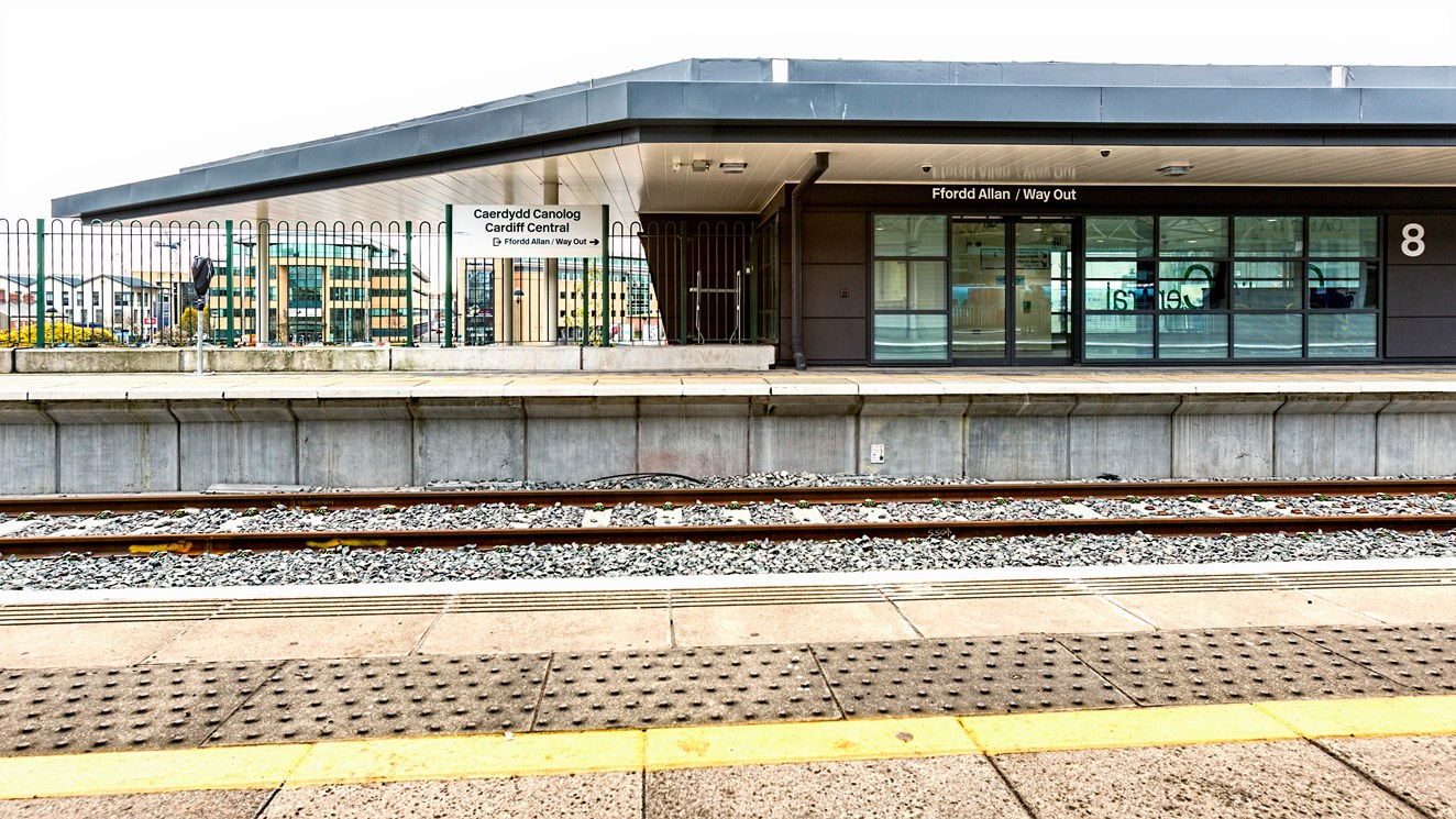New platform at Cardiff Central station will help to ease congestion as railway upgrade in South Wales continues: New Platform 8 at Cardiff Central station. Photo credit Trevor Waller