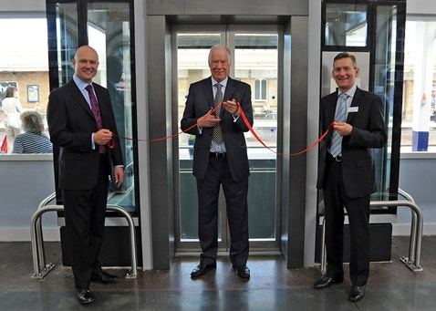 "Sir Stuart Bell MP ""opens"" lifts at Middlesbrough station_1"