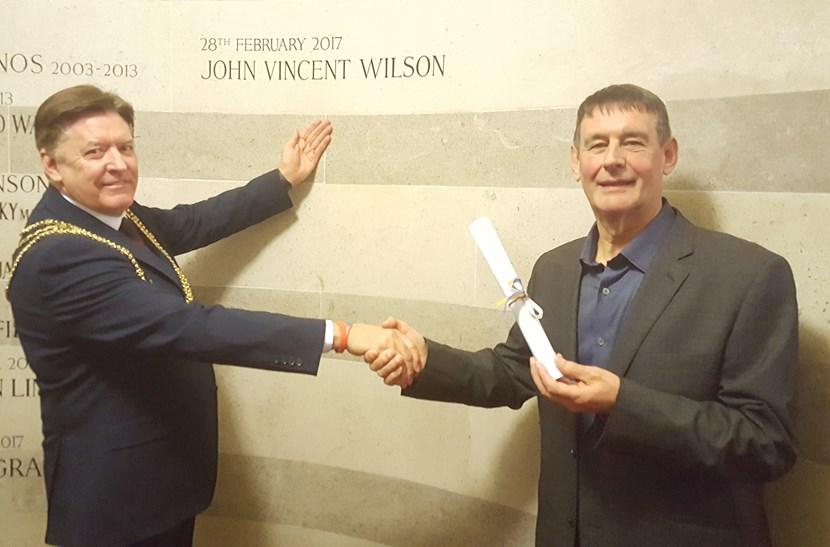 Trusted member of Lord Mayor's team for 33 years given prestigious Leeds Award: leedsaward.jpg