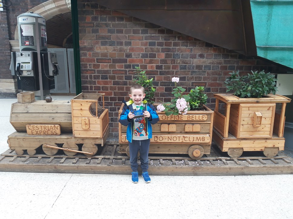 Young train lover receives behind-the-scenes tour of Chester station after leaving a hand-painted gift for his train driver: 20190816 150224