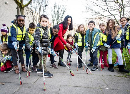 Children from Grafton Primary School join in the Islington Spring Clean litter picks, with Cllr Claudia Webbe, executive member for environment and transport
