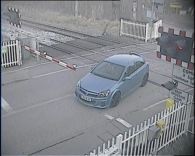 Wharf Road level crossing-4
