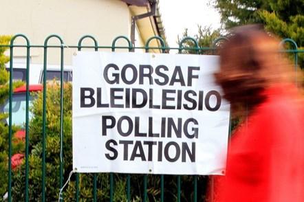 Cyfraith newydd i'w gwneud yn haws i bobl yng Nghymru sefyll i fod yn gynghorwyr lleol: Polling Station