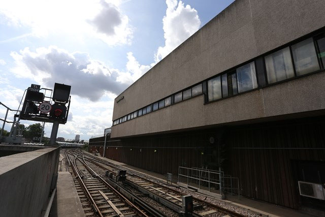 Farewell to the old and in with the new as London Bridge signalling centre closes and £81m signalling scheme hits halfway point in South London: London Bridge ASC