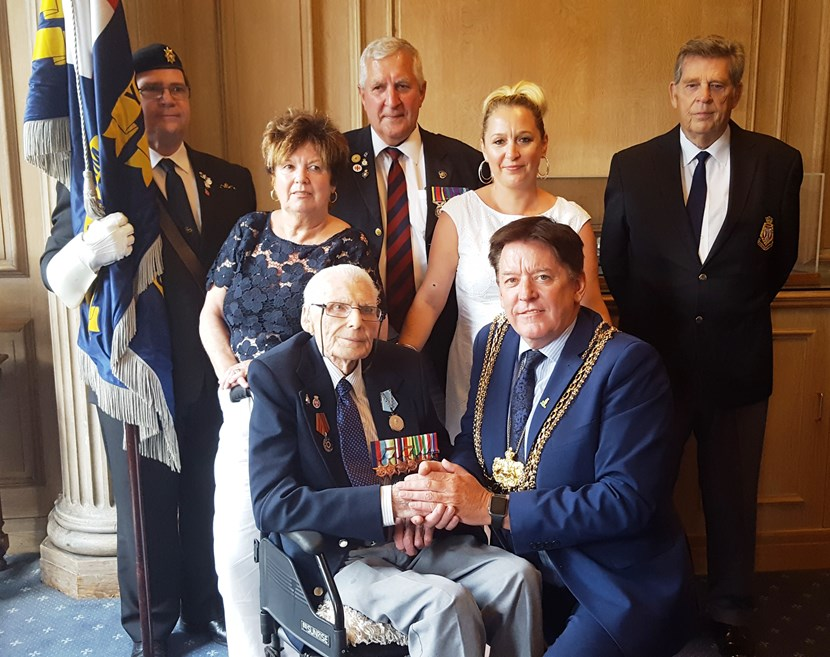 Lord Mayor presents medals back to World War Two veteran: fredjackson.jpg