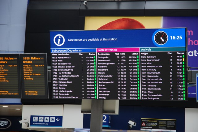 London Waterloo trials new high-definition colour screen to provide better passenger information: Waterloo LED screen - hi res