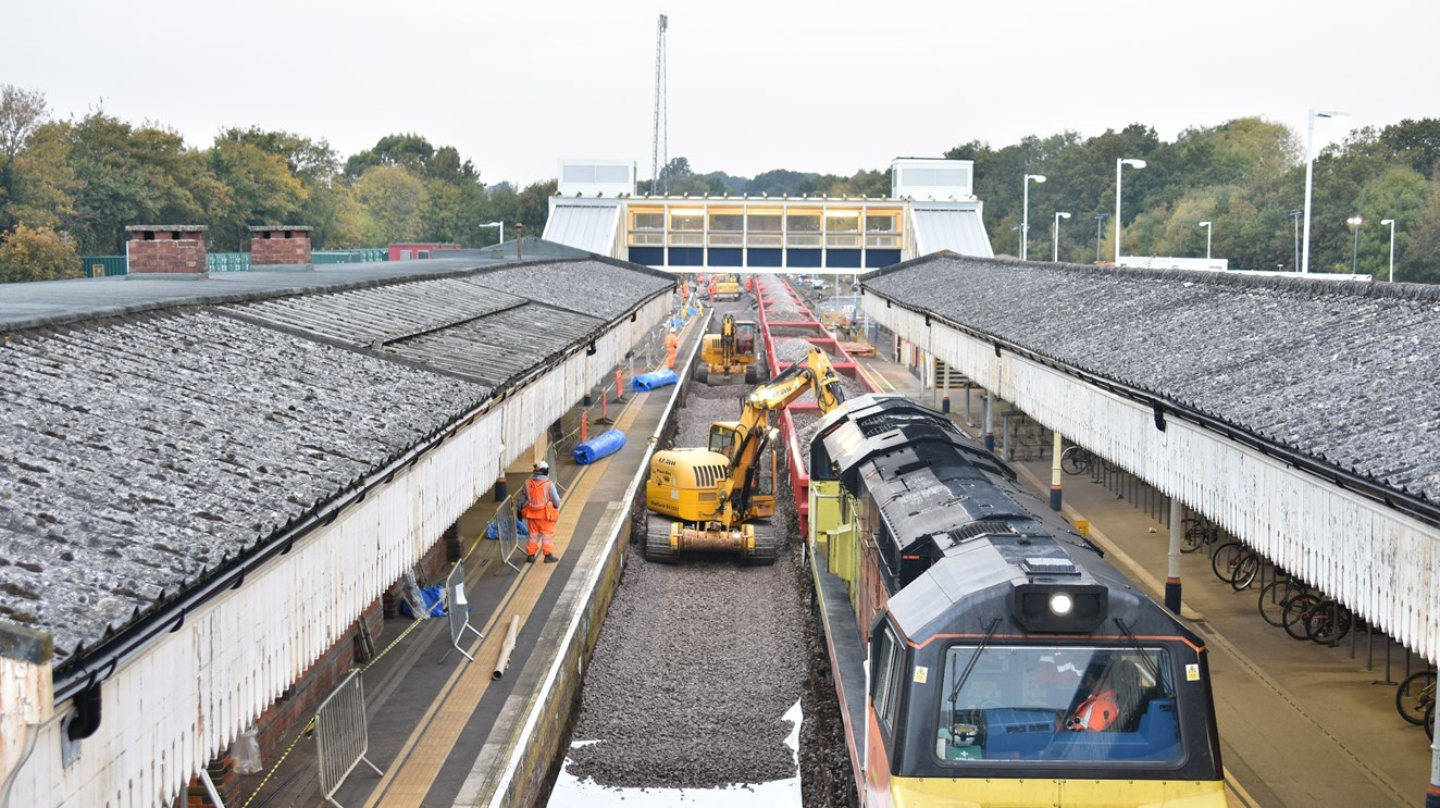 VIDEO AND PICTURES: Multimillion pound Hampshire railway upgrade gets under way: Track replacement work takes place at Fareham, Hampshire, October 2016 [2]