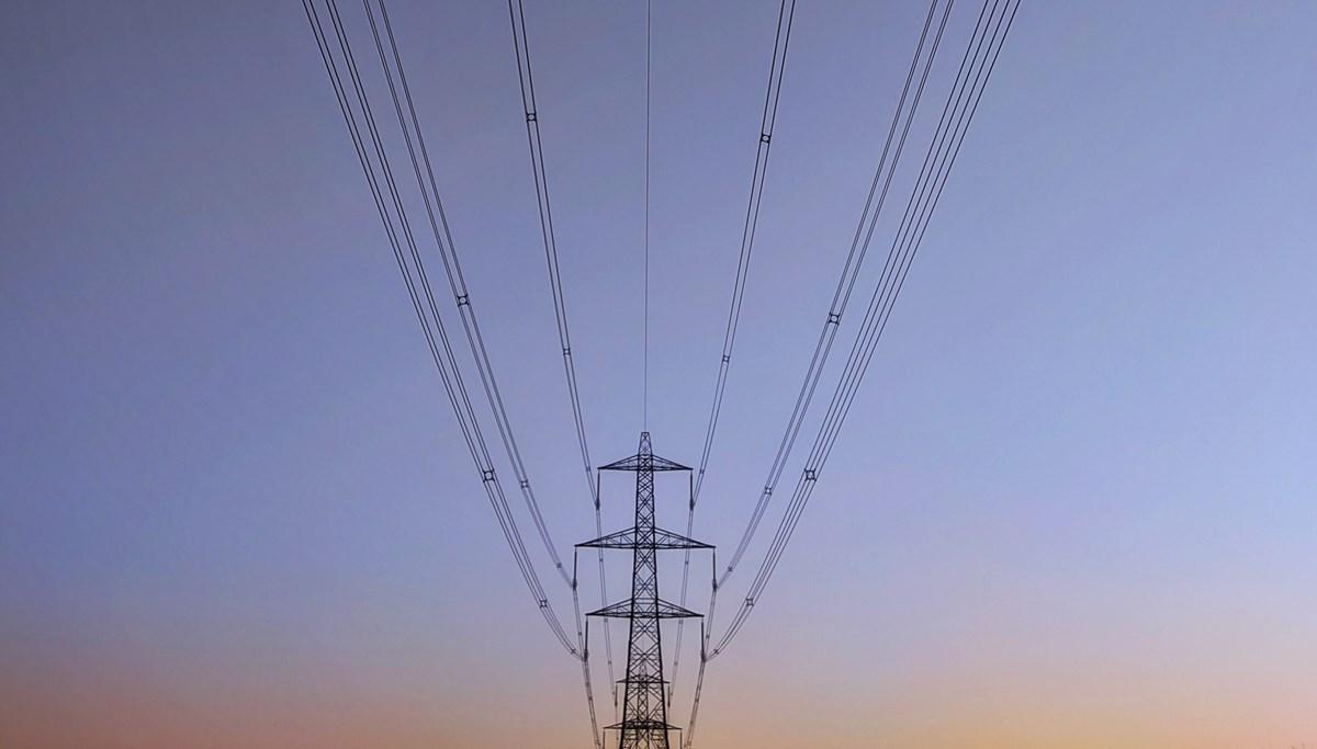 Electricity pylon and cables (landscape)