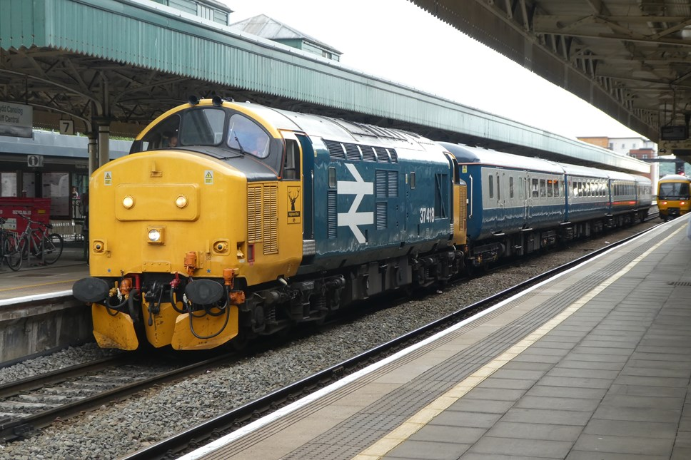 Popular train back with smiles!: Class 37 at Cardiff Central