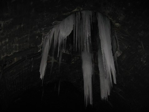Icicles form in S&C tunnels_1