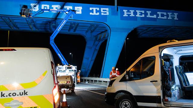 Graffiti removal bridge M4
