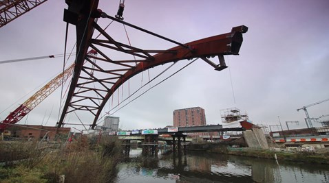 Ordsall Chord being lifted into place on Tuesday 21 February 2017