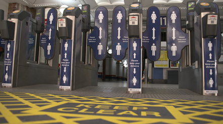 Ticket gates with passenger advice