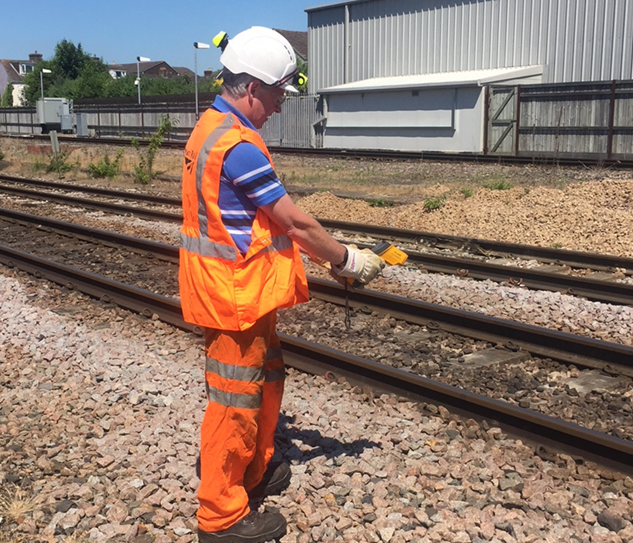 Network Rail and train operators remind passengers to follow public health advice as temperatures soar: Hot weather-3