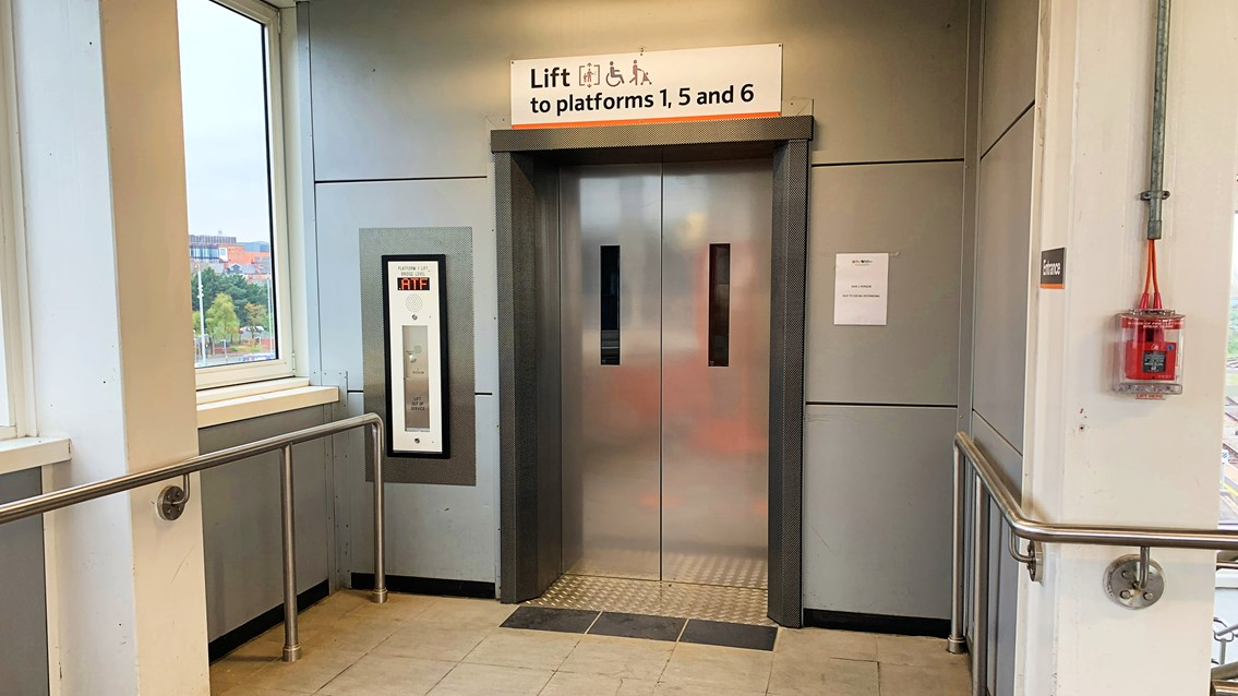 Wolverhampton station's platform one lift upgrade complete: The lift upstairs on platform 1 at Wolverhampton station following renewal