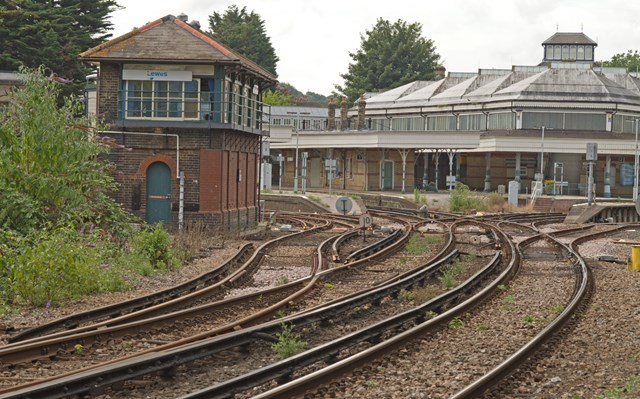 East Sussex rail passengers reminded to check before travelling this weekend: Towards station from east