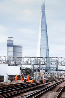 Railwork077: Network Rail engineers on the tracks near London Birdge