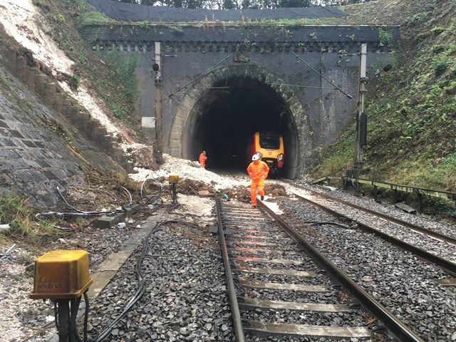Partial-derailment at Watford tunnel - Virgin resuce train in distance-2: From incident http://www.networkrailmediacentre.co.uk/news/statement-regarding-incident-on-the-west-coast-main-line-near-watford