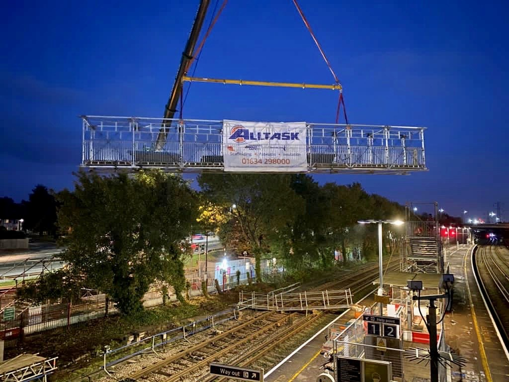 Network Rail engineers about to start three busy weekends of work in Hampshire, from Micheldever to Brockenhurst: Millbrook bridge removal
