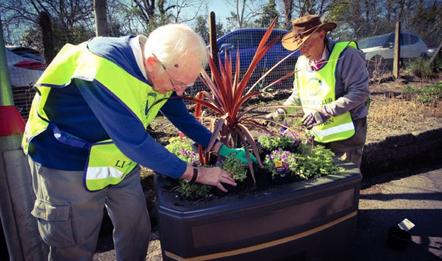 Trafnidiaeth Cymru yn lansio Cynllun Datblygu Cynaliadwy: Gardening