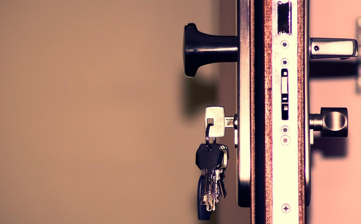 black-and-grey-keys-792034-2