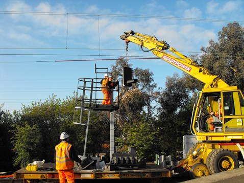Erection of new signal head, Thorpe-le-Soken