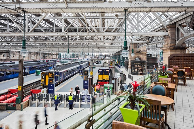 Record number of trains running on time: Glasgow Central - barrier, platform, balcony