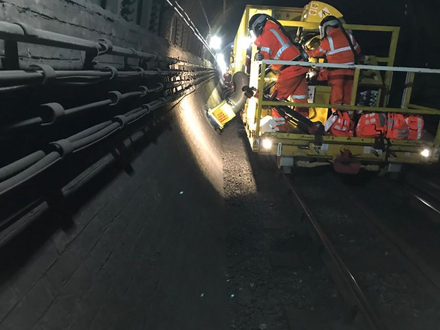 Done and dusted: Network Rail and GTR complete transformation of Northern City Line: NCL tunnel cleaning